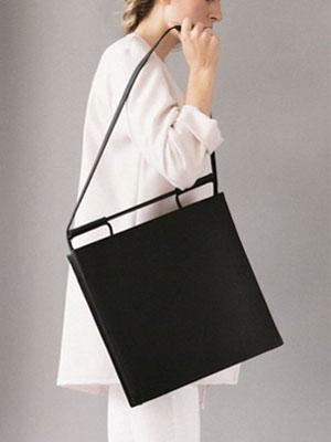 仕事ができる女性のバッグ